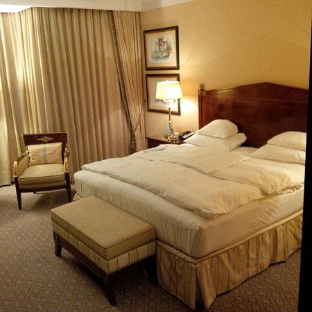 The Ritz-Carlton, Berlin: Room 611 after turn down.