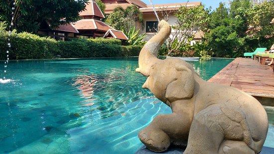 Siripanna Villa Resort & Spa: A simpática área da piscina