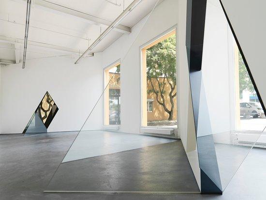 Muttenz, Sveits: Installationsansicht: Sarah Oppenheimer, 33-D (2014), Foto: Serge Hasenböhler