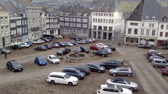 Stavelot, Belgien: pleintje voor het hotel vanuit kamer