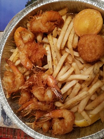 ‪‪Floral Park‬, نيويورك: Colassal Coconut Shrimp with shoestring fries $12...size does matter no?‬