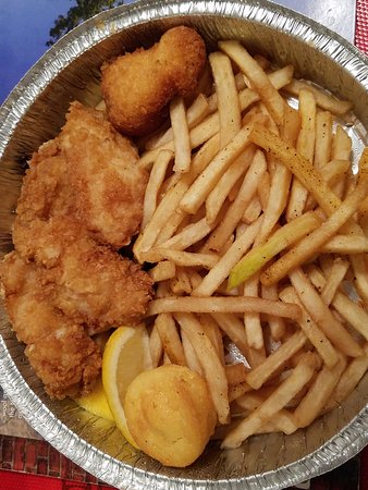 Floral Park, État de New York : Fish & Chips $7...Yes $7, what a great deal and tasty too!