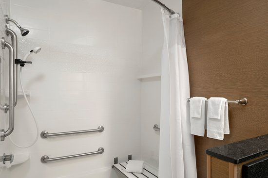 Fairfield Inn & Suites Lima : Accessible Shower