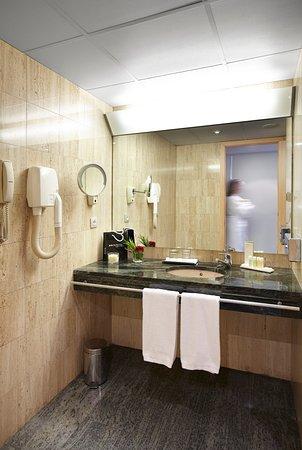 Golden Tulip Andorra Fenix Hotel: Baño Habitación Hotel Golden Tulip Andorra Fènix 4*