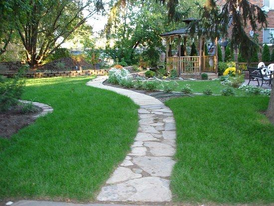 Susan's Villa: Garden