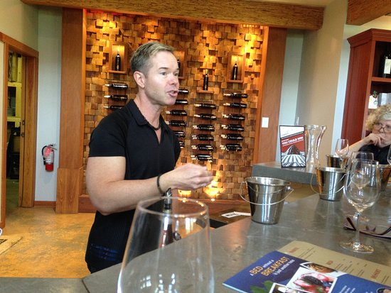 Penticton, Kanada: Amazing sommelier at Red Rooster Winery