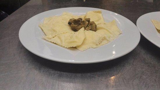 Bedonia, Italia: Tortelli di Patate con Crema di Funghi
