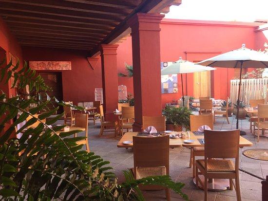 Hotel La Casona de Tita: Patio del hotel que se usa tambien para desayunar cuando hace buen clima.