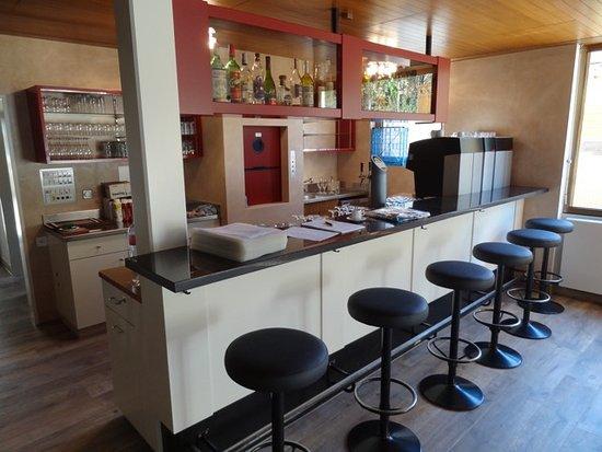Haag, Schweiz: Bar im vorderen Teil des Restaurants