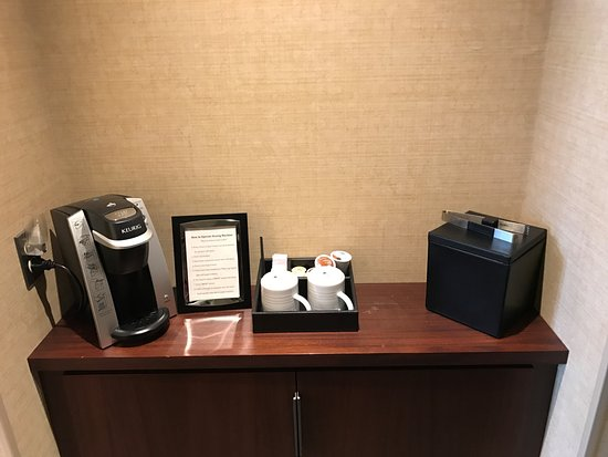 Glen Ellyn, IL: Complimentary in-room coffee service