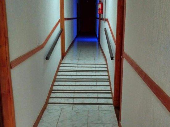Nuevo Raices Apart Hotel: pasillo para la habitación