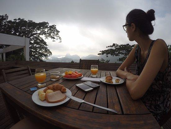 Altos de Santa Teresa: Área externa onde se pode tomar café da manhã