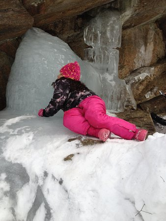 Sutton, MA: Climbing on icy rocks