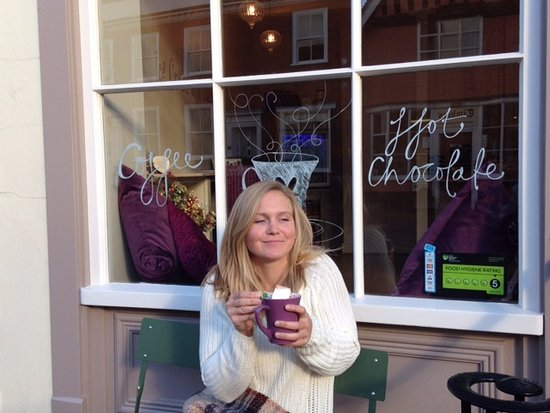 Lavenham, UK: Sit inside or out and enjoy a delicious Hot Chocolate with handmade marshmallows!