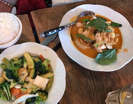 Mme Shawn : Poulet au curry rouge, légumes cuits au wok