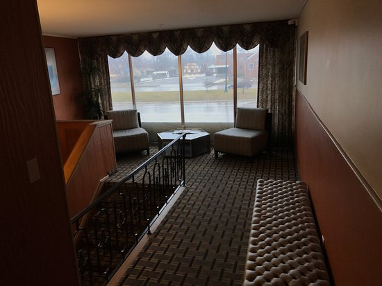 Allen Park, MI: upstairs lobby