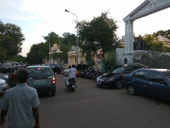 Puttaparthi Sairam Temple Sundaram: sundaram entracne