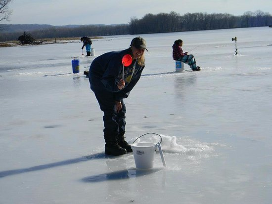 Lansing, IA: Ice fishing right down the road from River View INN!