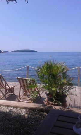 Camping Bijela Uvala: passeggiata in riva al mare