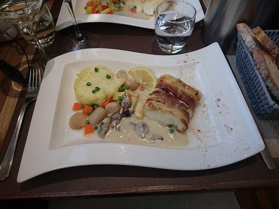 La Roche-Bernard, France : Du poisson parfaitement cuit et présenté