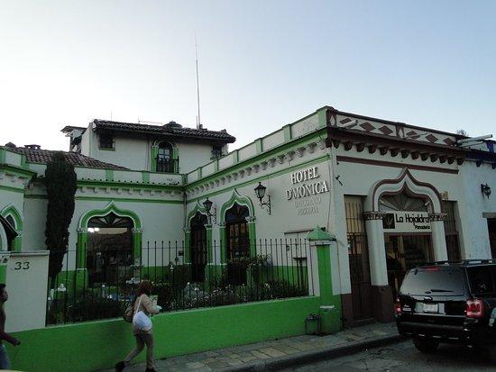 Hotel D'Monica