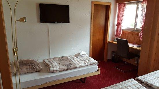 Einzelbett  Familien Zimmer mit 1 Doppelbett und 1 Einzelbett - Picture of ...