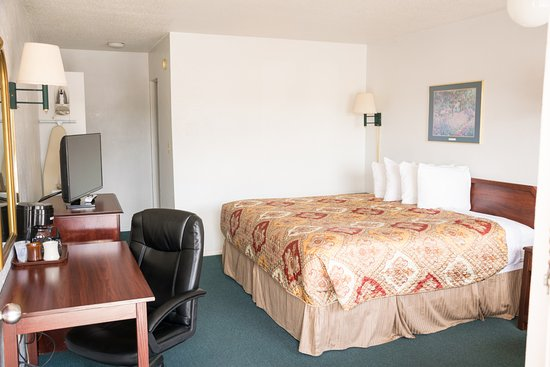 StageCoach Motel: king bed