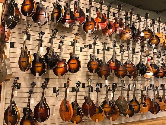 Gruhn Guitars: photo1.jpg