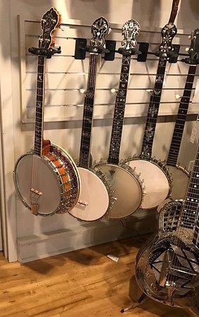 Gruhn Guitars: photo2.jpg