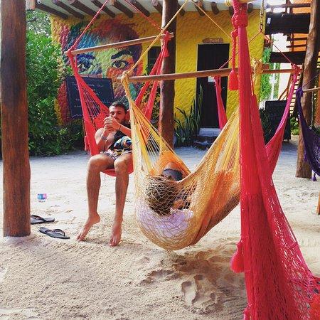 Tribu Hostel: Área de hamacas
