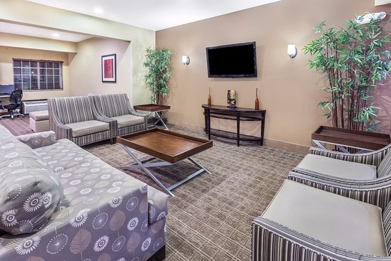 Microtel Inn & Suites by Wyndham Kalamazoo: Our Comfortable Lobby Seating Area