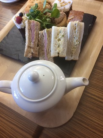 Handforth, UK: Cracking cream tea