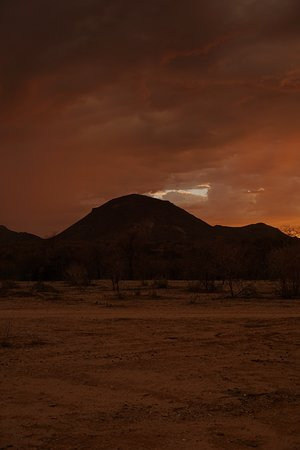 Omaruru, Namibia: Sonnenuntergang am Mount Erongo