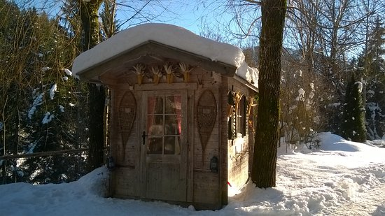 Waldrand: Cute ski storage shed