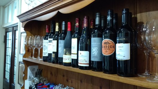 White Horse Chedgrave: Selection of wines