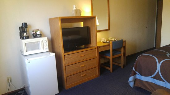 Keokuk, IA: Room with one Queen bed