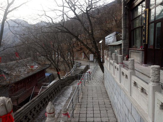 Pulandian, China: Walkway leading to alternate route down the mountain
