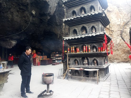 Pulandian, China: Magnetic Buddhas