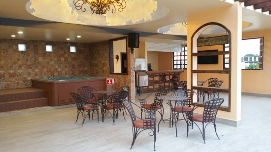 Los Algodones, México: On the third floor above the restaurant is a gather space that has 2 hot tubs and several tables