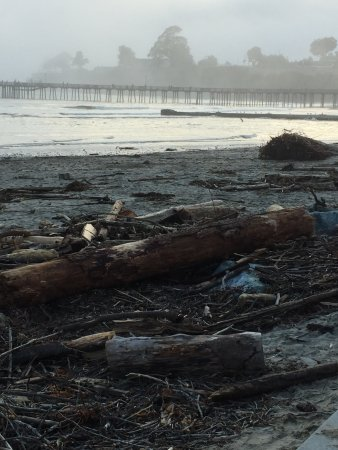 Capitola City Beach: View looking at pier
