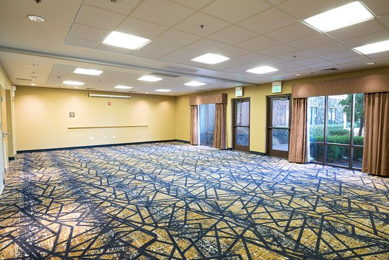 Hampton Inn & Suites Windsor - Sonoma Wine Country: Meeting room with audiovisuals, free WiFi.