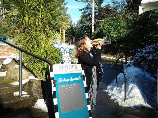 Galiano Island, Canada: Scoops Ice Cream & Family Restaurant