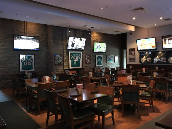 Bokampers Sports Bar And Grill Du Sport Et Des Crans Pour Regarder Le