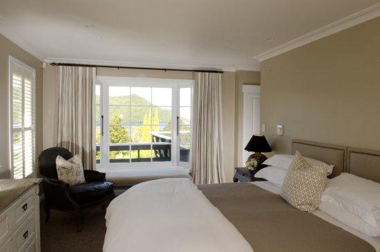 Rotorua District, Nova Zelândia: The Kingfisher suite main bedroom
