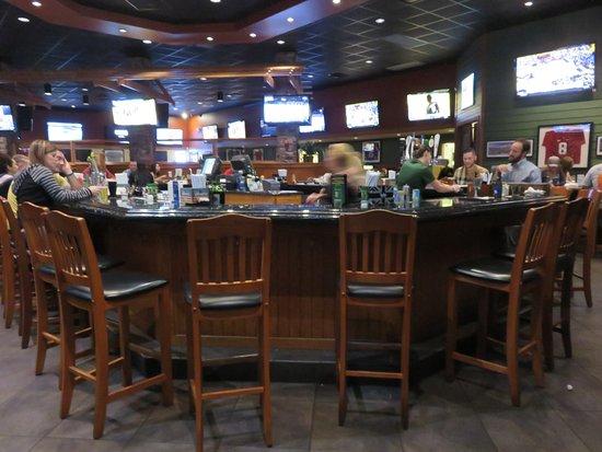 Houligan's: Pub dining area