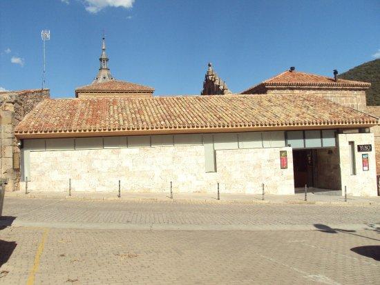 San Millan de la Cogolla, Spagna: Zona de entrada para la visita.