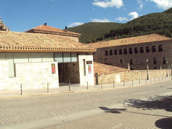 San Millan de la Cogolla, Spagna: Vista exterior del monasterio.