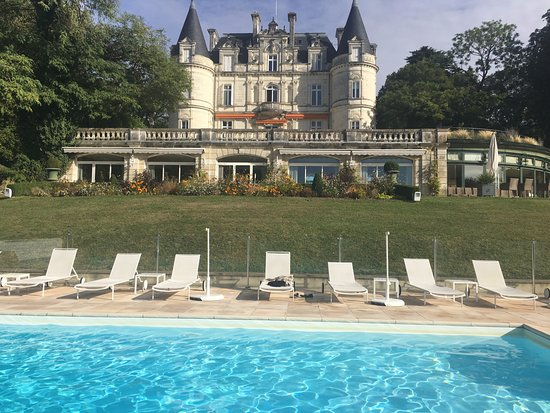 Domaine de la Tortiniere: The view from the pool!