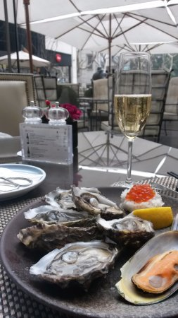 Fresh oysters from Brittany and Bollinger