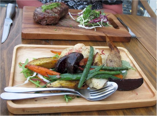 Silverdale, New Zealand: Side of seasonal veg ($7) with 250 gms prime grilled sirloin ($22) in background